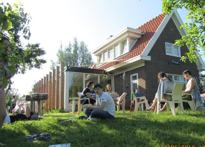 Friesland- vakantiehuis voor 12 personen- 350 euro Voor een weekend - leuk voor een spontaan weekend weg deze zomer