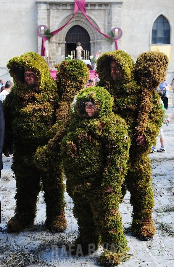 """Three """"Hombres de Musgo"""" (Moss Men) take part in the Corpus Christi procession, on June 6, 2010, in the Spanish village of Bejar, Salamanca province."""