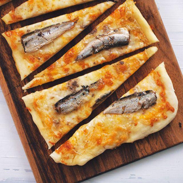 オイルサーディンのチーズピザ