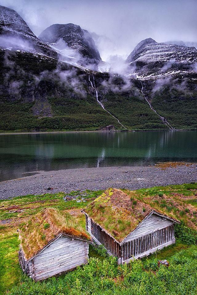 Waterfalls coming from Isfjellet mountain, Kåfjord, Tromsø