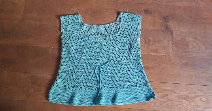 Ingyenes minta: kék nyári horgolt felső pamutból gömbölyded idomokra is
