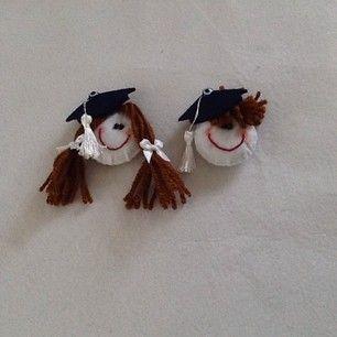 Mezuniyet hediyeleri #mezuniyet #minikkep #minyatürkep #kep #keçe #felt #feltro #kızbebek#erkekbebek #mezun #hediyelik #şirin #şirinbebekler...
