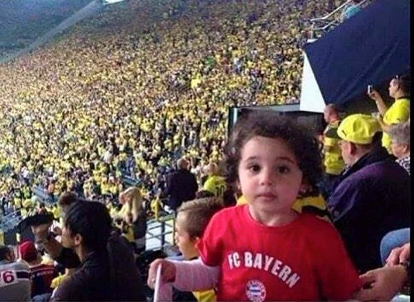 Fanka Bayernu Monachium na stadionie Borussia Dortmund #bayern #bvb #borussia #bayernmunich #memes #football #soccer #sports #sport #pilkanozna #futbol