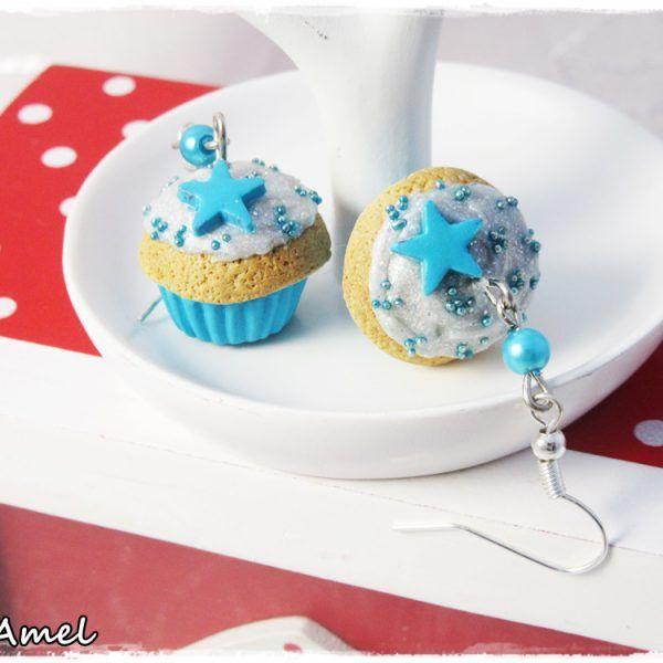 Boucles d'oreilles « Cup'Cakes » Bleu turquoise & gris argenté pailleté #bijoux #faitmain #cupcake #patisserie #gateau #polymère #fimo #CréAmel #bouclesdoreilles #bleu #turquoise #argenté