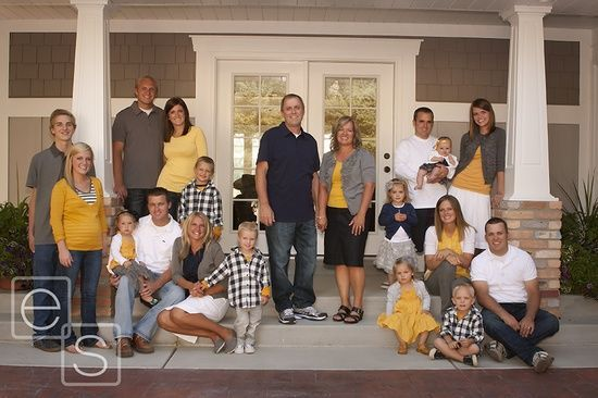 large family photo ideas | {Family Photography Inspiration}