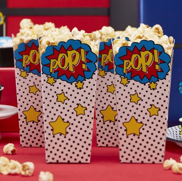 Die Popcorn Boxen sind die perfekte Deko für einen Filmabend mit dem Super Hero. Man kann sie aber auch wunderbar auf dem Candybuffet für die Gäste der Super Hero Party dekorieren. Super Hero Comic Popcorn Boxen bei www.party-princess.de