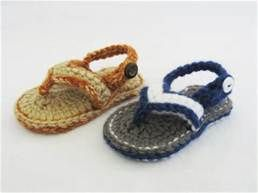 Free pattern for crochet baby flip-flops!