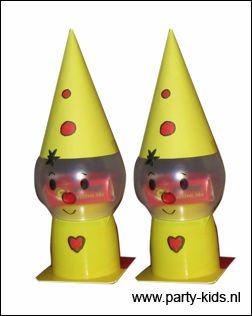 Bumba uitdeel idee! Wasbolletje, (gele) danoontje, rozijntjes en een geel puntmutsje!