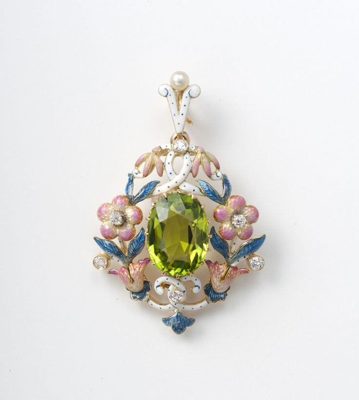 Peridot,daiamond,peral and enamel pendant circa 1890  (C)Regard Co.,Ltd