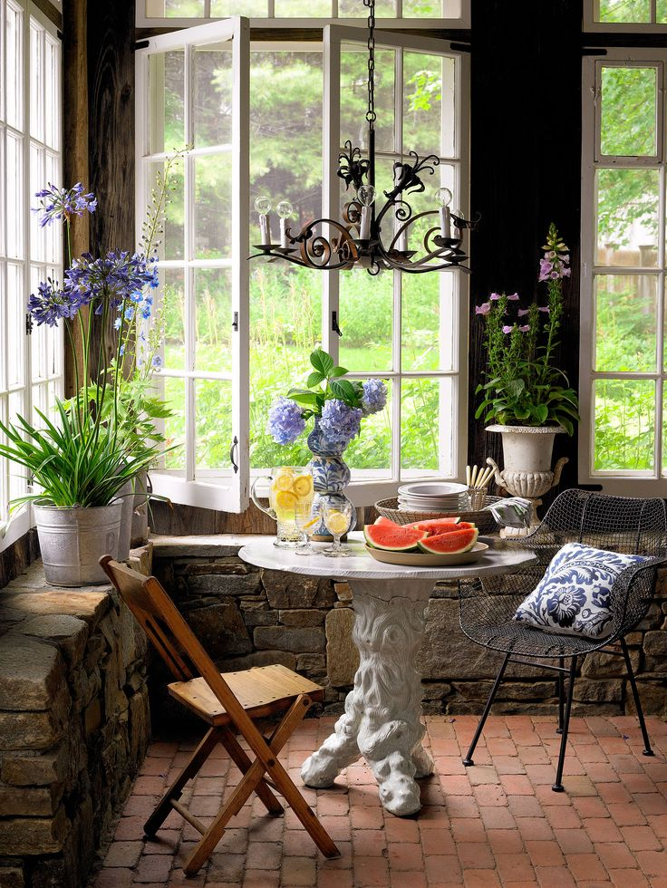 307 best images about dining rooms on pinterest for Sunroom breakfast nook
