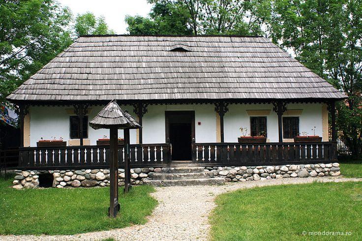 Casa traditionala cu prispa - romanian traditional house from Transylvania region