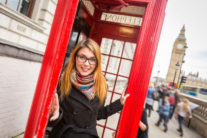 Elle débourse 400 euros de train pour se faire photographier devant une cabine téléphonique à Londres