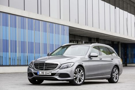 """The new Mercedes-Benz C 350 PLUG-IN HYBRID: Efficiency, dynamism and comfort – the best of three worlds"" - Mercedes-Benz Social Publish"