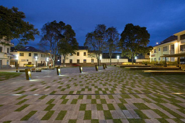 Praça Victor J. Cuesta / DURAN&HERMIDA arquitectos asociados
