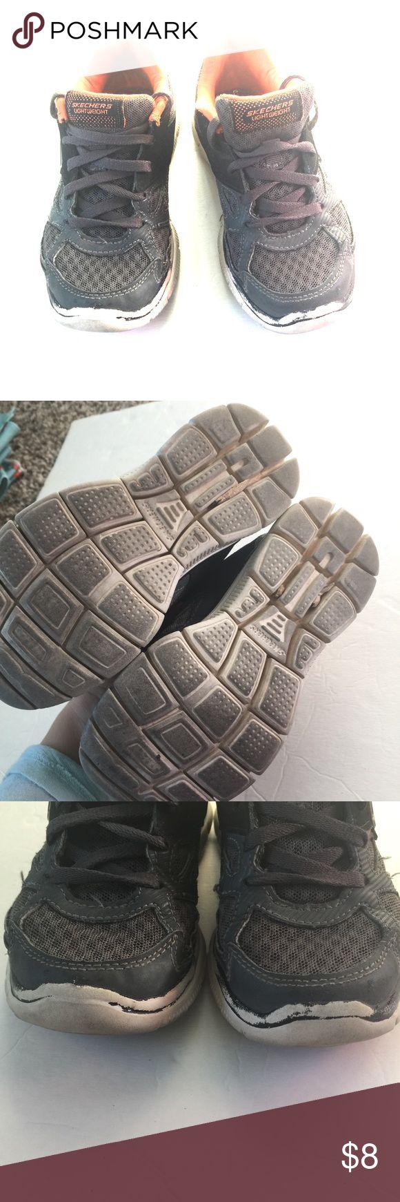 Skechers shoes Sneaker tennis shoes lace up show wear on soles Skechers Shoes Sneakers