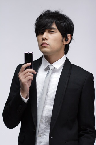 Singer and actor. Jay Chou played the ninja kato dude in Green Hornet 2011. NINJA!!!