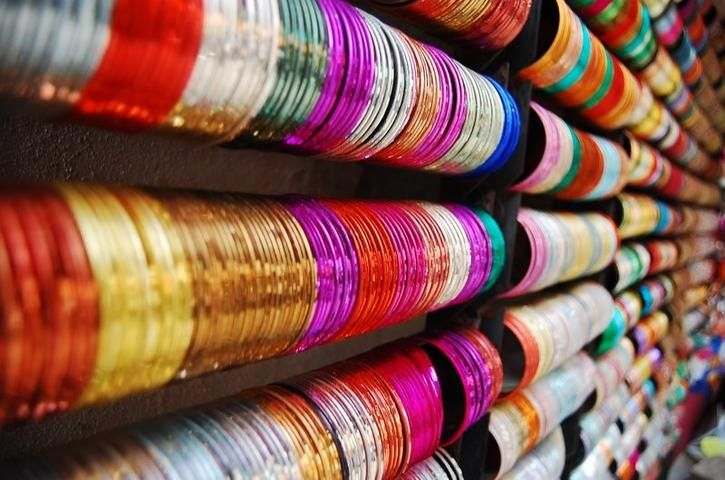 Nobody Will Be Able To Resist Shopping At These 20+ Stores In Bangalore's Commercial Street