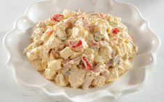 """750g vous propose la recette """"Salade piémontaise maison"""" notée 4.1/5 par 141 votants."""