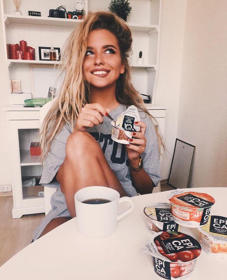 """36.3 k mentions J'aime, 123 commentaires - Alexandra Burimova (@burimova) sur Instagram : """"С детства люблю завтракать йогуртами! С возрастом приучила себя к более плотному завтраку, но…"""""""