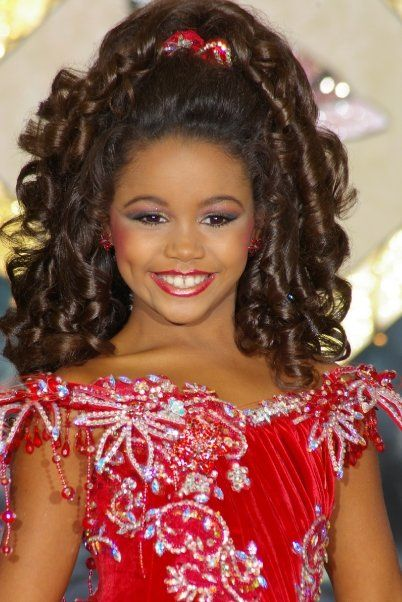 How to Apply Makeup for Glitz Pageants