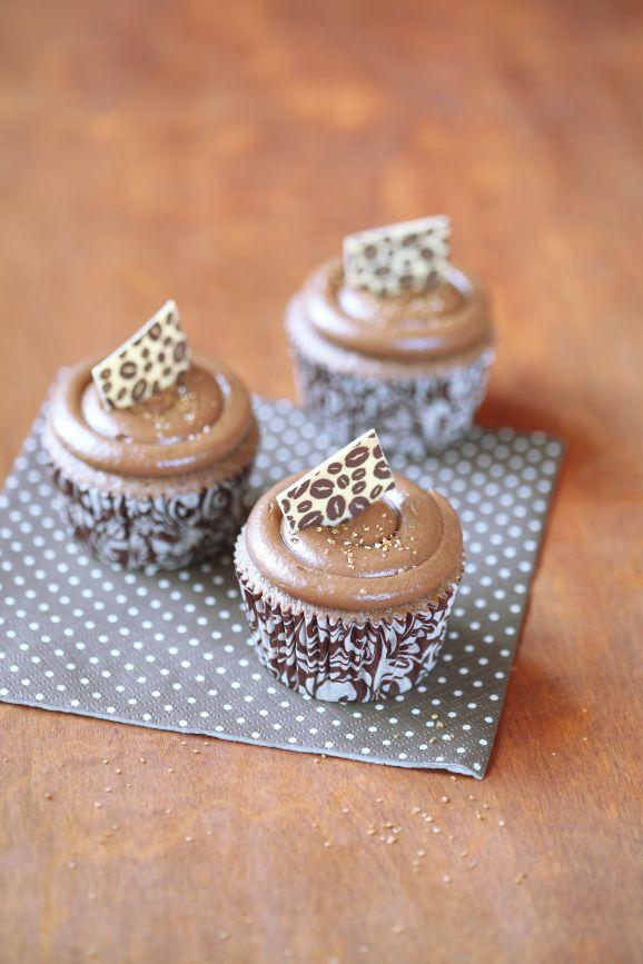 Schokoladen-Muffins und Kaffee / Kuchen-de chocolate e Café