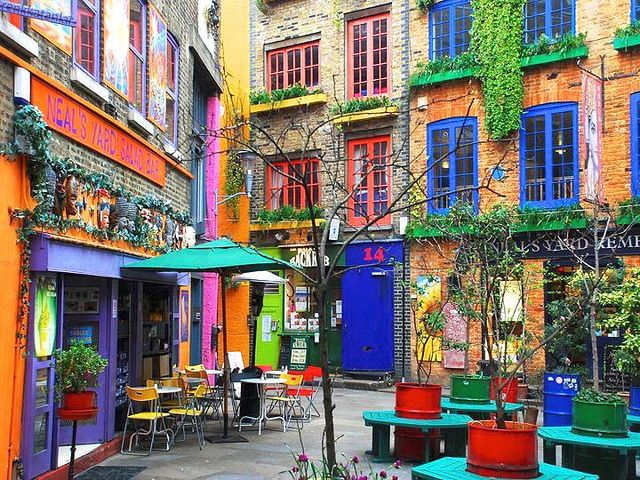 SHOP & SEE - Faire un tour sur la jolie place colorée de Neal's Yard, entre Covent Garden et Soho.