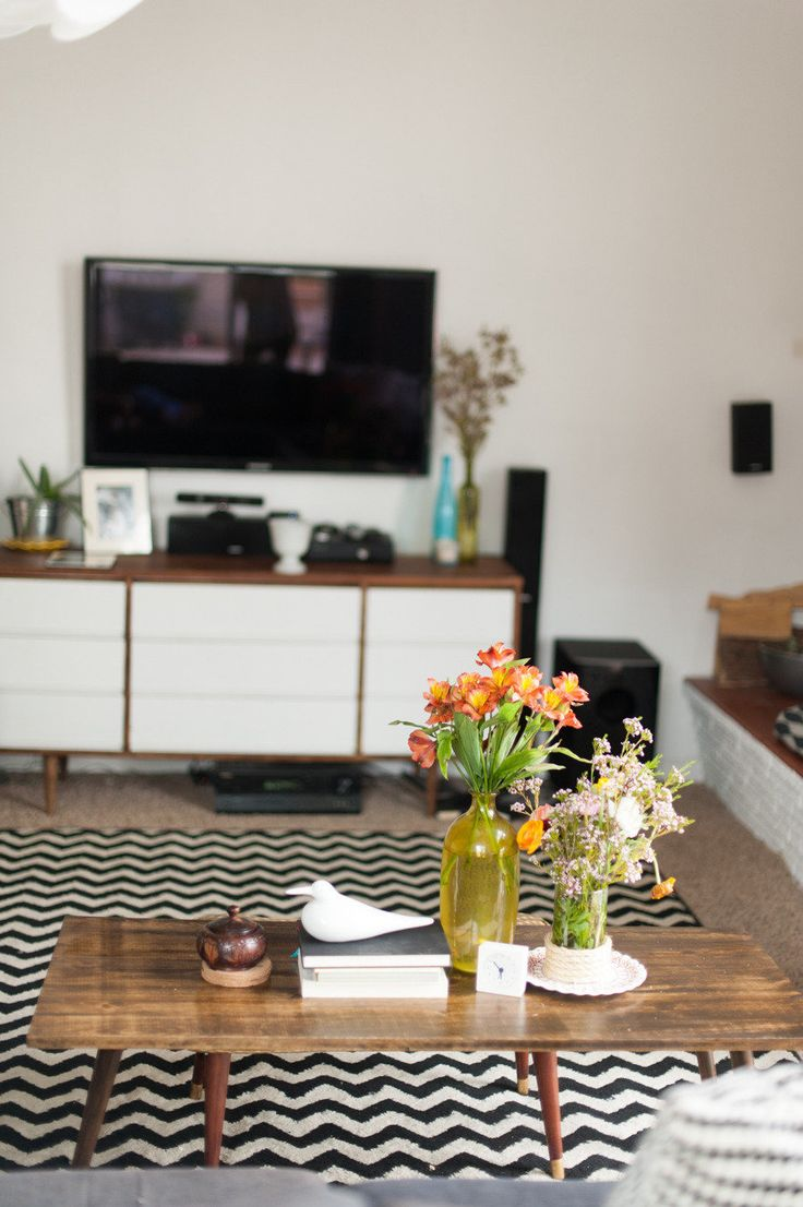 #chevron, #living-room, #coffee-table, #rug, #media-center, #black-and-white, #tv, #credenza, #midcentury  Photography: Jasmine Nicole Photography - jasminenicolephoto.com  Read More: http://www.stylemepretty.com/living/2013/06/10/mid-century-modern-home-from-jasmine-nicole-photography/