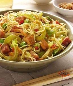 Kruidige mihoen boordevol groente, kip en garnalen.