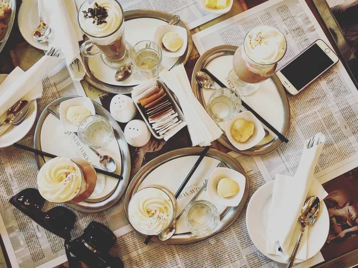 Brunch at the most beautiful cafe in the world #throwback #newyorkcafe #budapest #coffee #travel