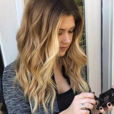 Makensie H discovers an alternative to in-between colouring touch up sessions using her John Frieda Root Blur in Chestnut to Espresso Brunettes (available exclusively at ULTA.com). Check out this how-to and her gifted #jfrethinkcolour goodies here.