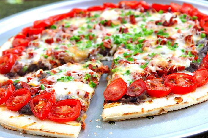 Tex Mex Pizza with Chorizo and Black Beans: Recipe, Pizza Pizza Pizza, Chorizo,  Pizza Pies, Tex Mex Pizza, Texmex Pizza, Add Tacos, Mr. Beans, Black Beans Wow
