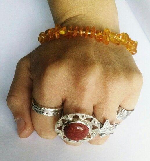 Joyas hechas a mano, exclusivas para ti en piedras naturales, Coral rojo y Ámbar del mar Báltico. Disponibles +569 79649641 #anillos#coralrojo#argollas#estrella#ambardelmarbaltico#plata#regalos