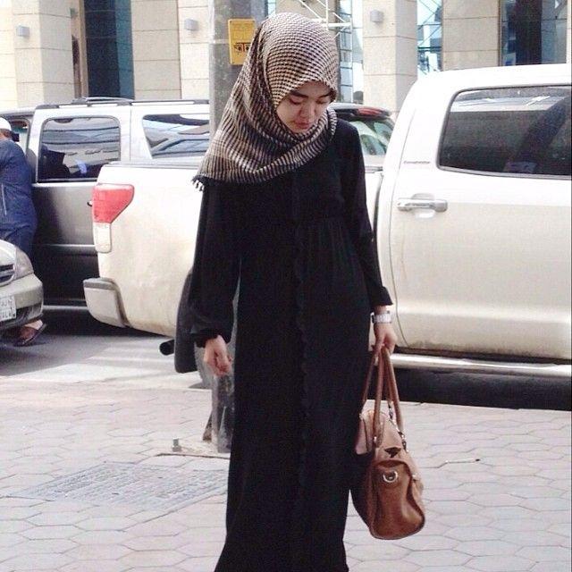 Puput Utami looks gorgeous in Mimi Alysa's Umrah and Hajj Series - Trisha Dress Black | IDR 385,000 | mimialysa.blogspot.com