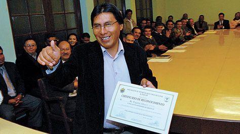 Bolivia: Asesinan a periodista deportivo. Eugenio Aduviri Maldonado, periodista del suplemento Marcas de La Razón de Bolivia, fue asaltado y asesinado la noche del sábado.