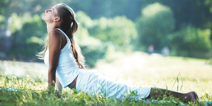 Bij hoofdpijn grijpen wevaak snel naar hetmedicijnkastje.Een gezonder alternatief zouyoga kunnen zijn! Met bepaalde yoga-oefeningen kun je de spanning verlichten,…