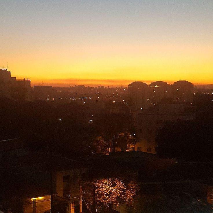 Por do sol aqui no terraço da EBAC - Escola Britânica de Artes Criativas onde acontece uma sunset party com esse visual maravilhoso. Um dos últimos eventos da @designweekendsp um sucesso essa semana já ficando com saudades e querendo mais!!! #designweekend #design #designlifestyle #designlovers #arqdesign #arqdecor #designdecor #decorhome #sunset #sunsetparty #trends #arch #architecturelovers