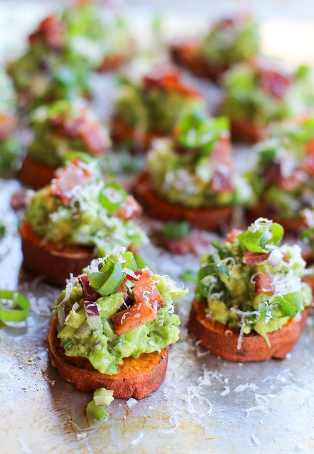 Roasted sweet potato rounds with guacamole and bacon are the perfect healthy appetizer to bring to any bridal shower you may attend.   Mondeee fundeeee! Good morrow, mates! Today's un día muy …