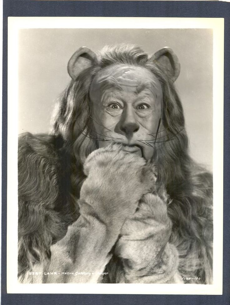 CLASSIC BERT LAHR AS THE COWARDLY LION IN WIZARD OF OZ - V GOOD COND 1939 - BAUM