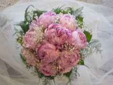 hääkimppu pioneista, peony wedding bouquet