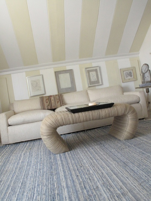 What a great idea for a finishes attic space.. It really pops!