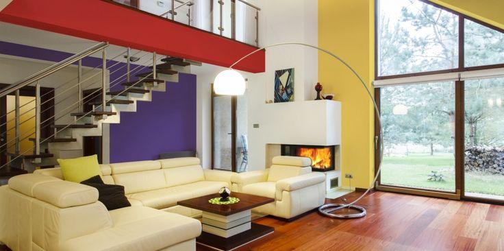 Designerski styl tej aranżacji wyraża się w niebanalnym, a przy tym niezwykle udanym połączeniu trzech wyrazistych barw. Słoneczny żółty, płomienna czerwień, nasycony fiolet - kompozycja przywodząca na myśl dzieła największych mistrzów pop artu – znakomicie sprawdzi się na ścianach nowoczesnego salonu.