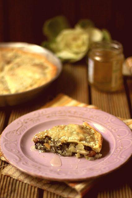 Dall'isola cicladica di Naxos, una torta in perfetto equilibrio dolce/salato. La sefouklotì! Torta con le biete.