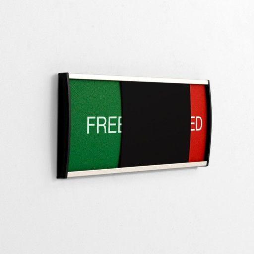 """Strato free/occupied skilt i str. 78x210mm, gør det let og visuelt om rummet eller den enkelte person er """"fri"""" eller """"optaget"""" Mange virksomheder kommunikerer på engelsk, og her kan """"FREE"""" / """"OCCUPIED"""" være en stor hjælp."""