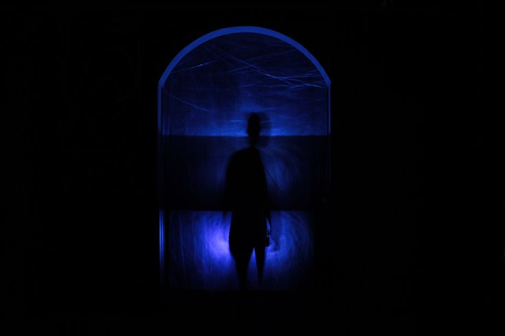 Marco Vitale, Today i'm feeling blue, 2016, installazione ambientale.