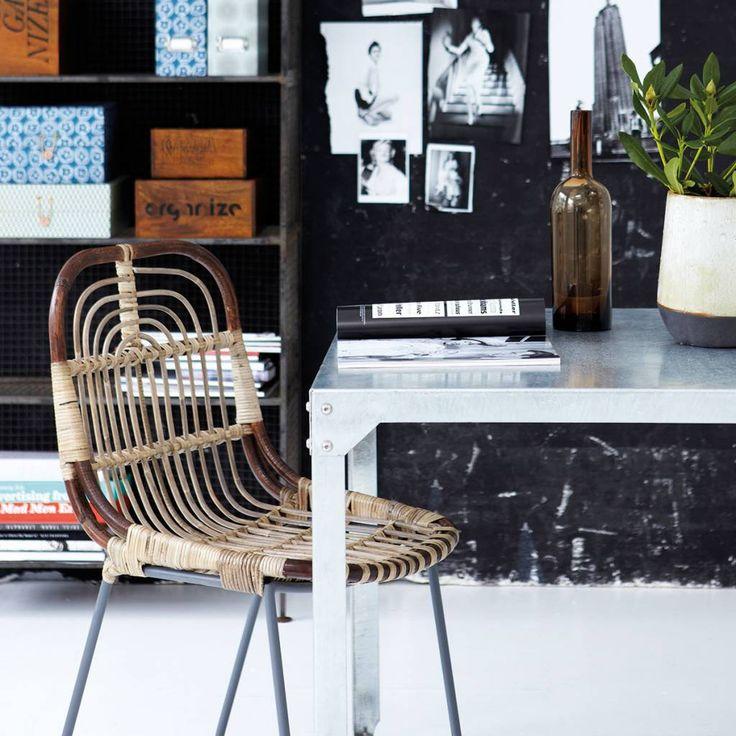 Deze stoel Kawa van het merk House Doctor heeft een breedte van 46 cm, een diepte van 52 cm en een hoogte van 82 cm.