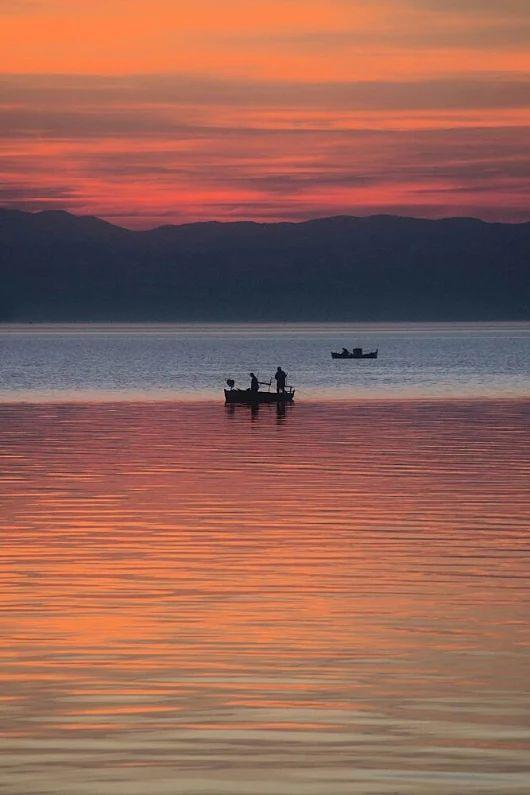 Ψαρόβαρκες στο Θερμαϊκό μετά το Ηλιοβασίλεμα Θεσσαλονίκη.