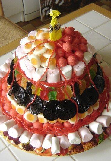 147 best images about anniversaire on pinterest kit kat cakes beignets and mystery parties - Gateau en bonbon ...