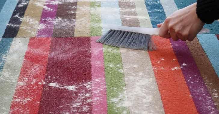 Halıları yıkamadan, olduğu yerde pratik bir şekilde halı temizleme mümkündür. Çok basit malzemeler ile bu temizliği yapmak için...