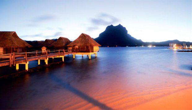 Hytter i stolper i Stillehavet, så bliver det ikke meget mere eksotisk. Bora Bora Lagoon Resort i Fransk Polynesien er et af verdens bedste beach-resorts