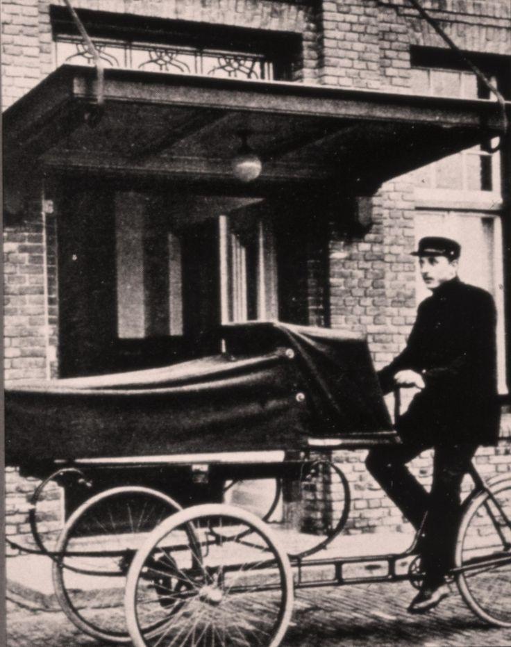 Rond 1930 - Ambulance